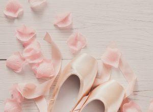 Baleriny wiązane – odkryj modne obuwie