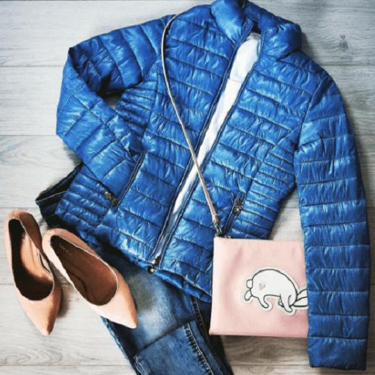 Modne kurtki na zimne dni – najciekawsze fasony