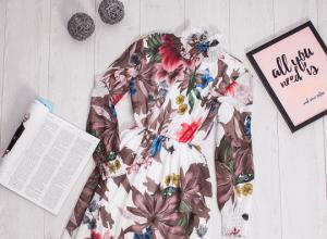 Modne sukienki w kwiaty: hit wiosny